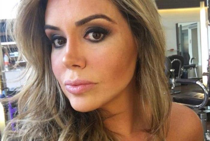 Renata Banhara voltou a ser internada, mas continua sexy