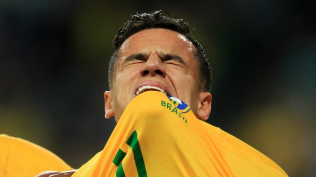 Brazil's Philippe Coutinho celebrates after scoring against Ecuador during their 2018 World Cup football qualifier match in Porto Alegre, Brazil, on August 31, 2017. / AFP PHOTO / Itamar AGUIAR