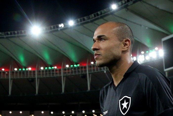 Roger, ex-atacante do Botafogo