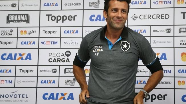 Alberto Valentim � apresentado como novo treinador do Botafogo
