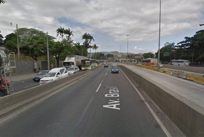 Criminoso morre em tentativa de assalto a ônibus na Avenida Brasil