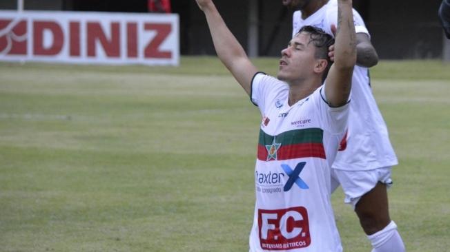 Romarinho faz 2 a 1 para a Portuguesa da Ilha sobre o Nova Iguaçu