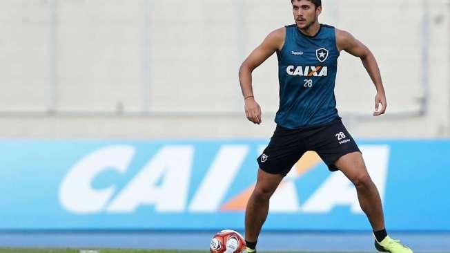 O zagueiro Igor Rabello evitou comentar sobre o poss�vel retorno do argentino Carli ao time titular