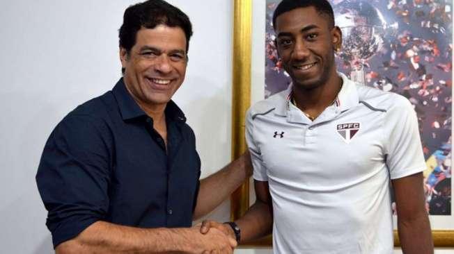 Ra� apresenta o novo refor�o do S�o Paulo: o atacante Gonzalo Carneiro, de 22 anos, ex-Defensor Sporting