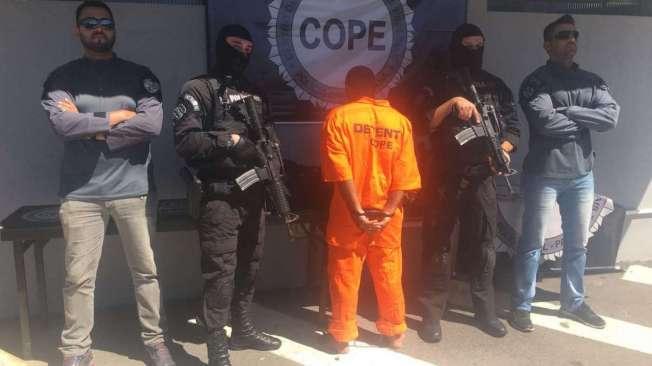 O estuprador (de laranja) vendia doces perto de escolas no Paran�