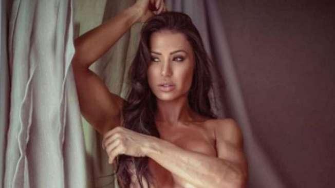 Gracyanne posa sexy