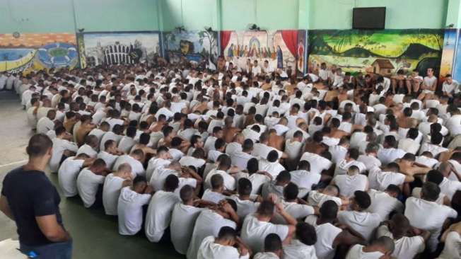 transfer�ncia de MAIS DE 5 MIL PRESOS, naquela opera��o iniciada semana passada. Transfer�ncia de detentos, inclusive 98 de LAVA JATO de seis unidades prisionais localizadas em Benfica e no Complexo de Gericin�, em Bangu