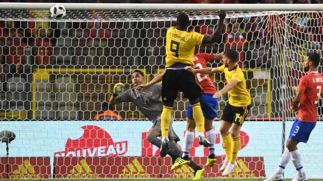 Belgium's forward Romelu Lukaku (C) shoots and scores a goal during the international friendly football match between Belgium and Costa Rica at the King Baudouin Stadium in Brussels on June 11, 2018. / AFP PHOTO / EMMANUEL DUNAND