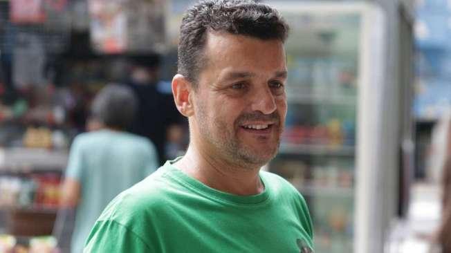 JEFFERSON JOS�, 44 anos, gar�om, mora no Engenho Novo.