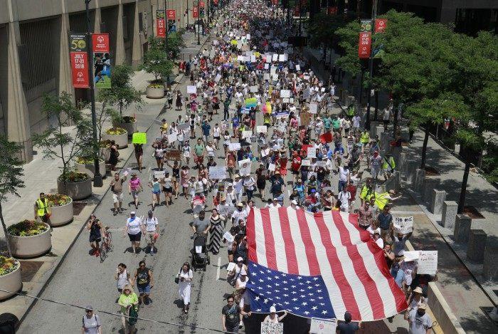Grupo pregam contra separação de famílias de imigrantes nos EUA