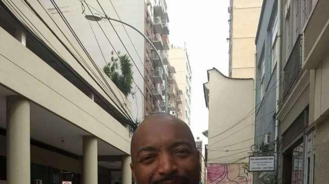 ALEXANDRE DONOZOR, 40 anos, comerciante, mora em Duque de Caxias.