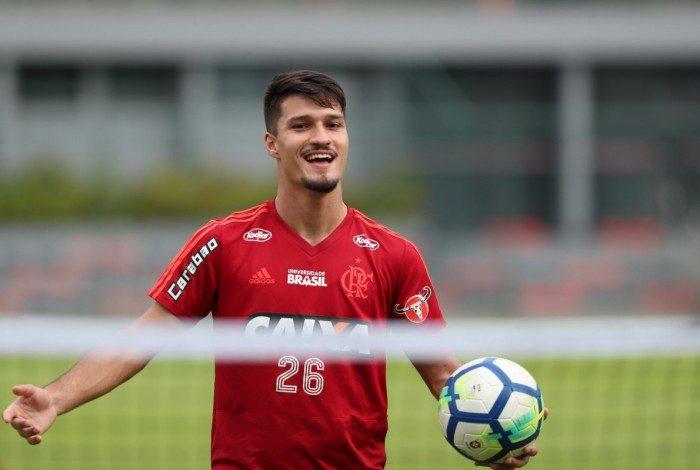 O jogador Matheus Thuler durante o treino da equipe de Futebol do Flamengo. Foto - Gilvan de Souza / Flamengo