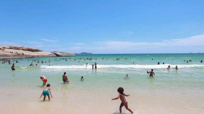 Crianças na Praia do Arpoador