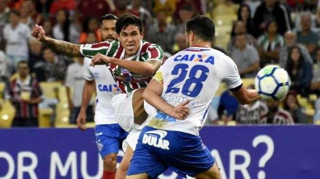 Pedro marcou o d�cimo gol no Brasileir�o, um belo chute de fora da �rea, e se isolou na artilharia
