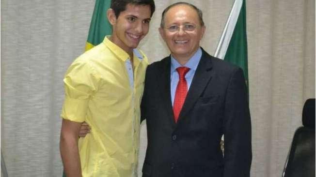 Benes J�nior, 16 anos, e o pai