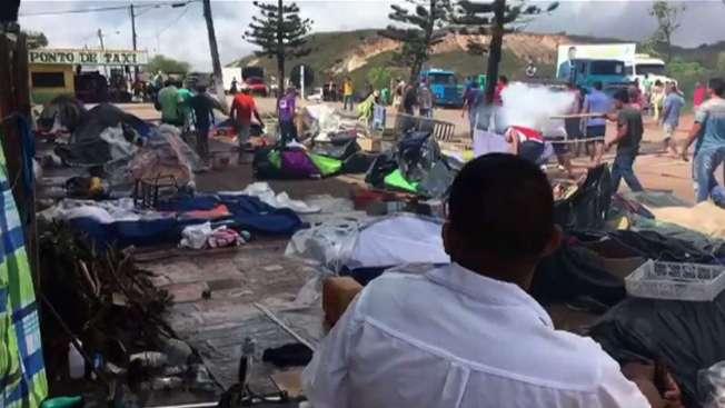 Moradores de Pacaraima atacam um acampamento de venezuelanos