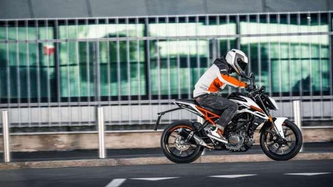 Chamadas de 250 Duke, as motocicletas de menor porte devem substituir a atual Duke 200. J� vendidas no Peru, as KTM 250 Duke 2018 t�m visual agressivo