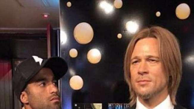 Lucas Moura e 'Brad Pitt', no Museu de Cera Madame Tussaud