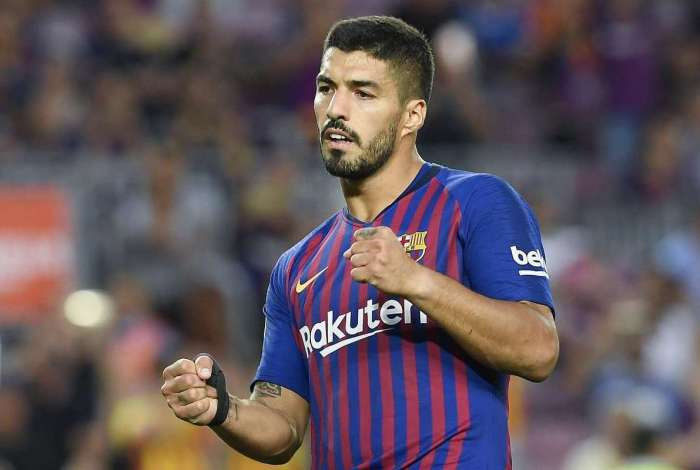 Barcelona's Uruguayan forward Luis Suarez celebrates after scoring a penalty during the Spanish league football match between FC Barcelona and SD Huesca at the Camp Nou stadium in Barcelona on September 2, 2018. / AFP PHOTO / LLUIS GENE