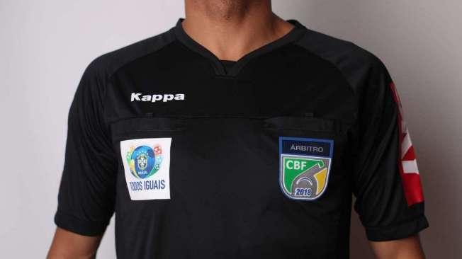 Nova camisa da arbitragem recebe patch da campanha Todos Iguais.