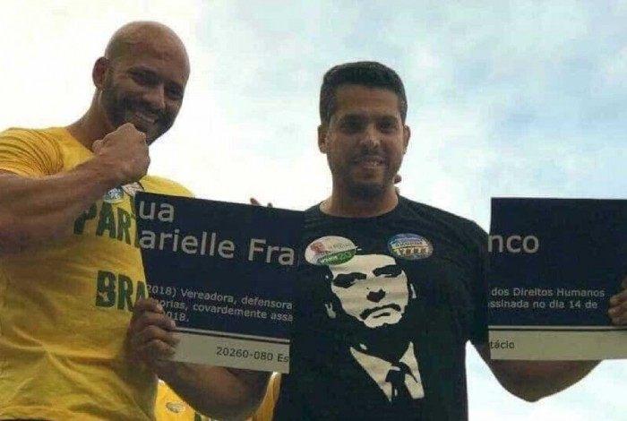 O deputado estadual Rodrigo Amorim quebrou a placa de Marielle na campanha ao lado do deputado federal Daniel Silveira. Os dois são do PSL