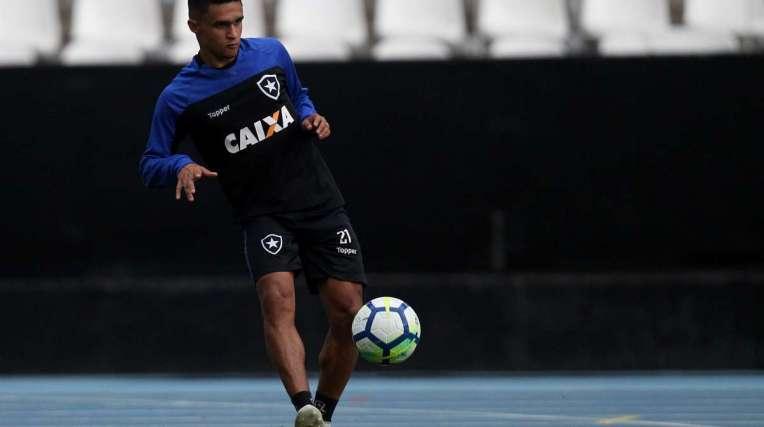 O atacante Erik chegou ao Botafogo emprestado pelo Palmeiras. Seu contrato vai até dezembro