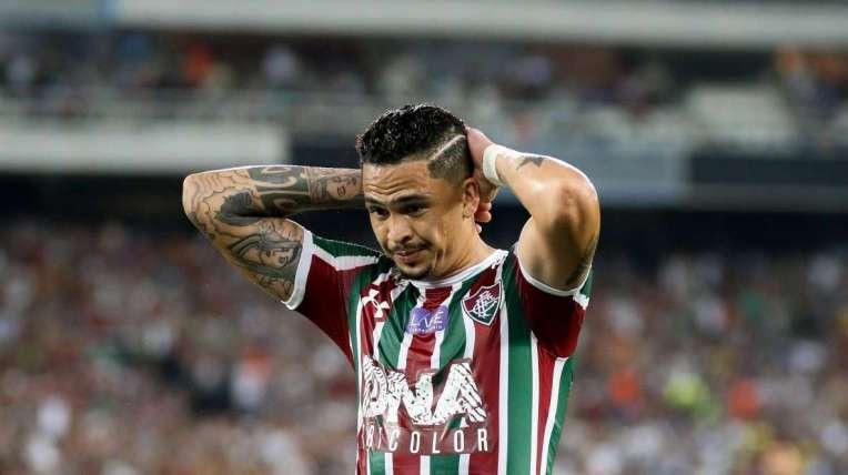 O atacante Luciano lamenta seu gol anulado: o empate cedido em casa foi ruim para o Tricolor
