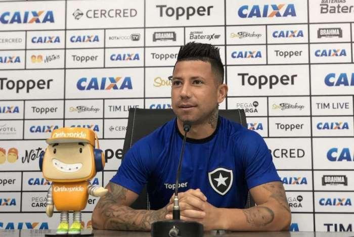 Leo Valencia tem cinco assistências e três gols no Brasileirão