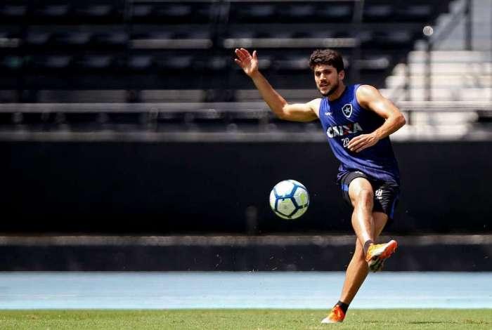 Igor Rabello treina no Nilton Santos. Zagueiro é um dos principais nomes do time na temporada