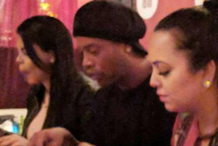 Ronaldinho Gaúcho terminou o relacionamento com a Priscila e Beatriz
