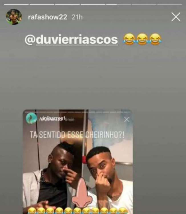 Riascos e Rafael Silva publicam foto com a mão no nariz para 'zoar' o Fla