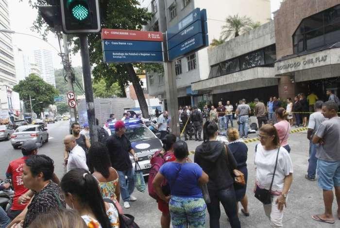 Tiros e correria durante uma tentativa de assalto na Rua da Passagem em Botafogo Zona Sul do Rio, um suspeito ainda não identificado morreu
