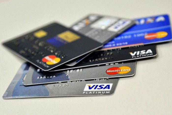 Cartão de crédito tem uma das taxas mais elevadas oferecidas