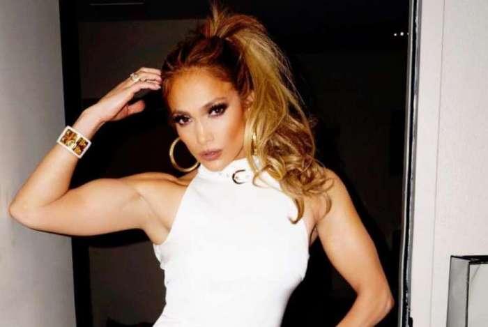 Jennifer Lopez é Processada Por Postar Foto De Si Mesma MH