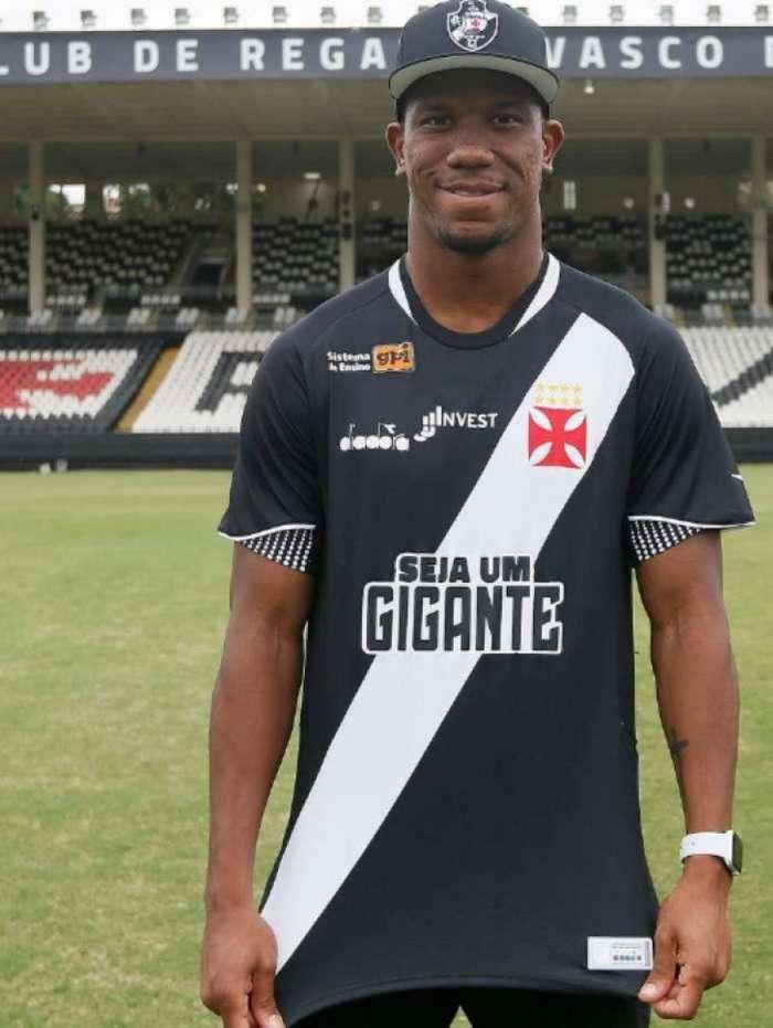 O Vasco apresentou ontem o primeiro reforço para a temporada de 2019: Ribamar, de 21 anos