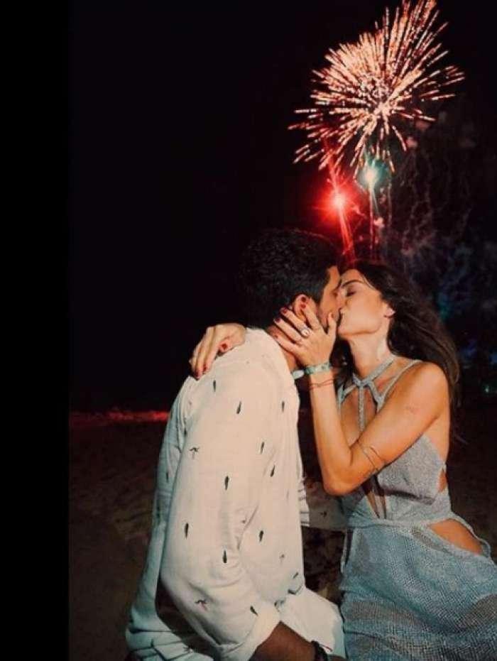 Thaila e Renato anunciaram noivado no Ano Novo