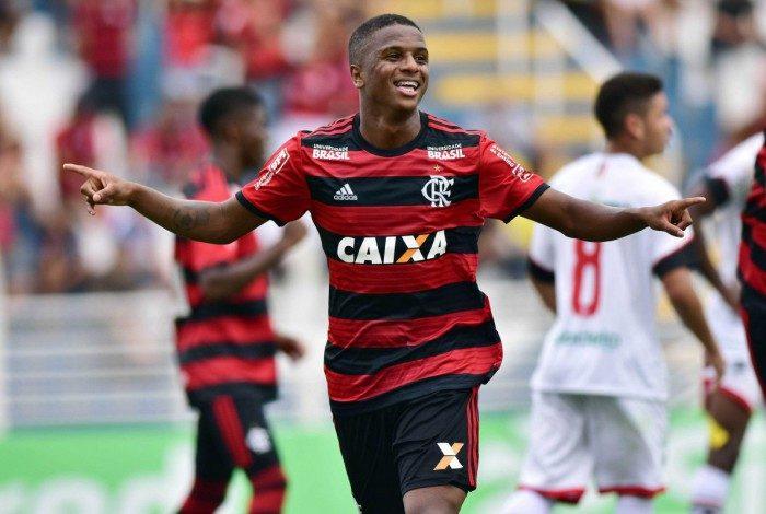Bill com a camisa do Flamengo