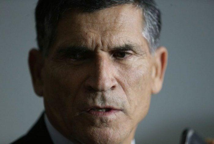 13 de junho: desafeto de Olavo, o ministro da Secretaria de Governo, Santos Cruz, é demitido