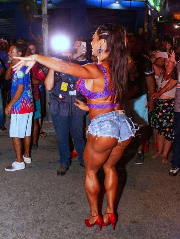 Gracyanne Barbosa no ensaio da União da Ilha