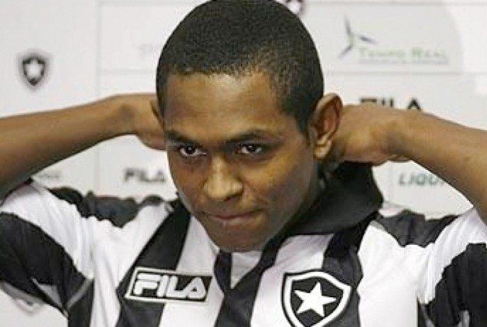 Jobson em uma de suas passagens pelo Botafogo