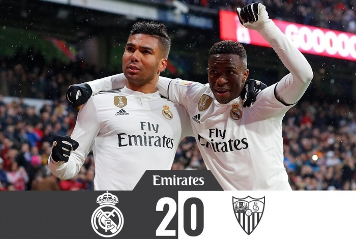 Casemiro e Vinicius Junior comemoram o gol do Real Madrid