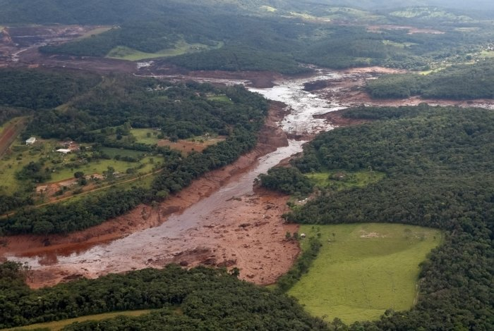 Handout picture released by the Brazilian Presidency showing an aerial view of the mud-hit area in Corrego do Feijao near the town of Brumadinho in the state of Minas Gerias in southeastern Brazil, taken as Brazilian President Jair Bolsonaro overflies the area on January 26, 2019 a day after the collapse of a dam at an iron-ore mine belonging to Brazil's giant mining company Vale. - Hopes were fading Saturday that rescuers would find more survivors from at least 300 missing after a dam collapse at a mine in southeastern Brazil, with nine bodies so far recovered. (Photo by Isac NOBREGA / Brazilian Presidency / AFP) / RESTRICTED TO EDITORIAL USE - MANDATORY CREDIT