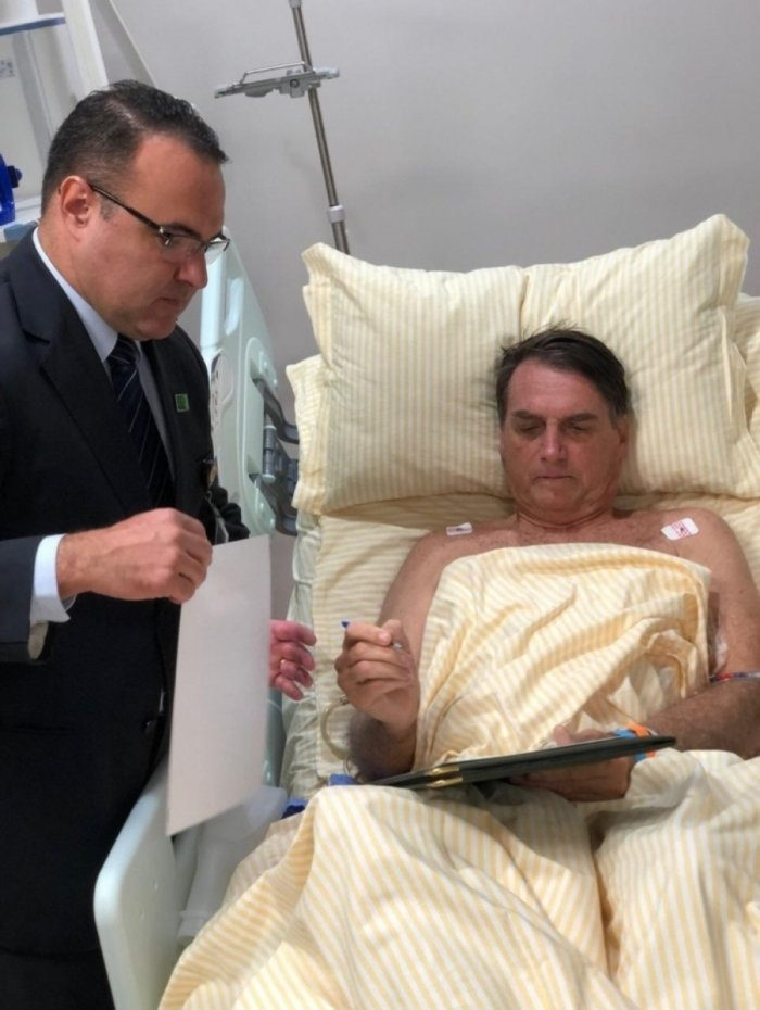 Presidência divulga primeira foto de Bolsonaro após a cirurgia