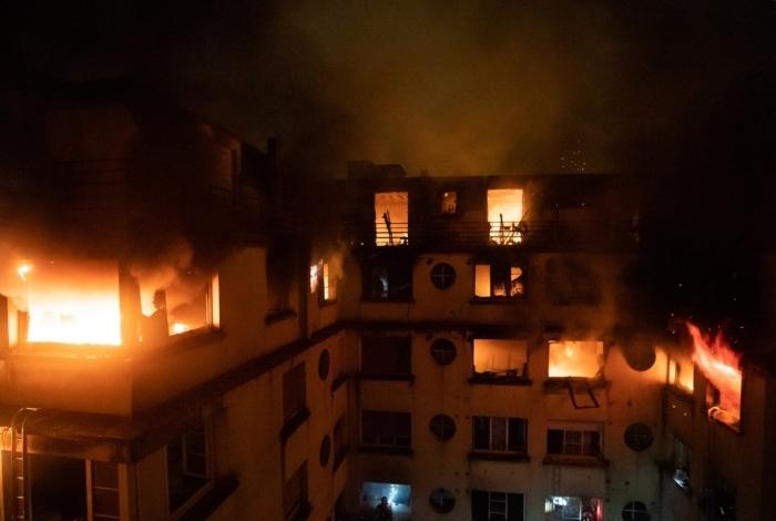 Incêndio em prédio residencial em Paris deixou mortos e feridos.