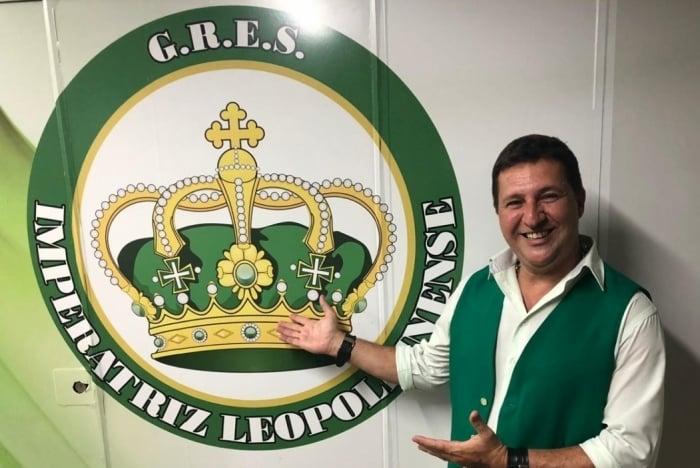 O intérprete Arthur Franco, a voz da Verde e Branco de Ramos