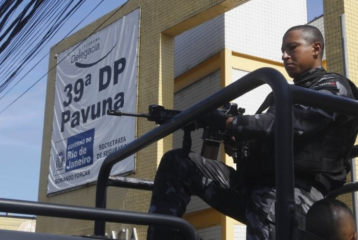 Operação da Policia Militar no Complexo do Chapadão Zona Norte do Rio. Presos e material apreendido foram levados para 39DP Pavuna.