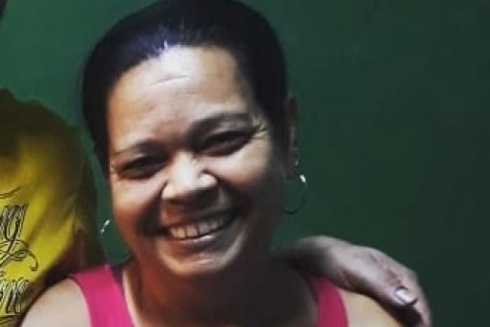 Resultado de imagem para Rosineia de Aguiar, de 53 anos, que viralizou na web após tatuar um pênis no antebraço