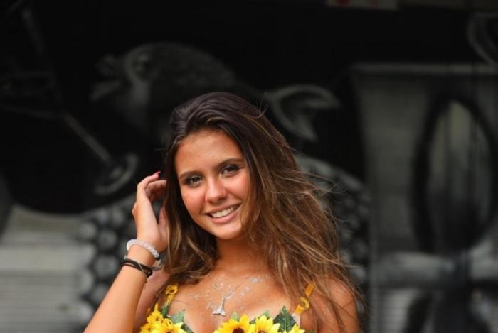 Youtuber Mariana Lewis dá dicas de fantasias para o Carnaval.