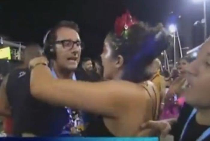 Foliã tenta beijar repórter da RBTV
