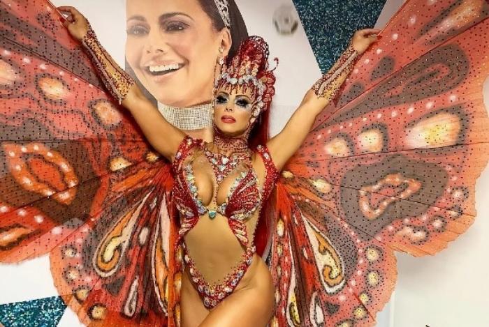 Vivi e sua fantasia de borboleta